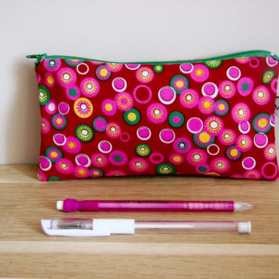 Trousse scolaire, Ronds rose fluo