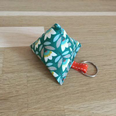 Porte clé berlingot, fleurs vintage -vert