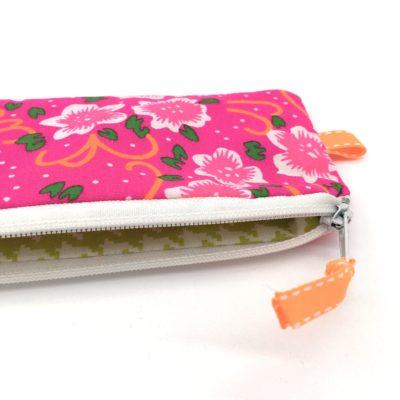 Trousse à crayons, Fleurs roses fluo