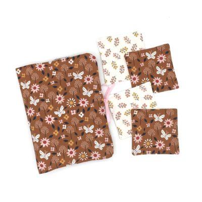 Pochette à couches et ses 4 lingettes, fleurs caramel