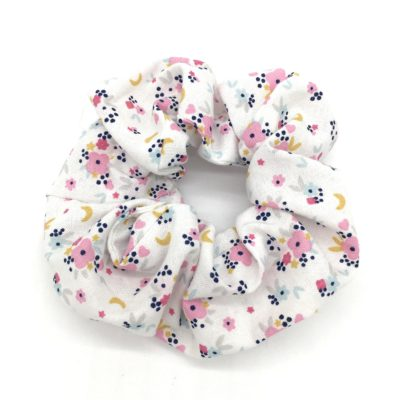 Chouchou, fleurs roses et blanches