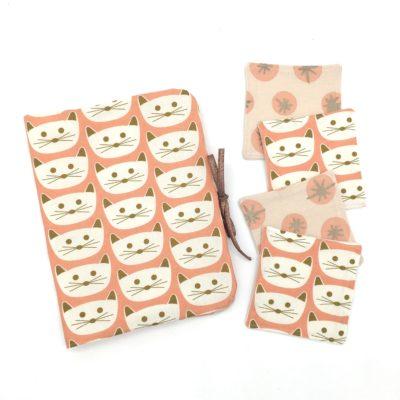 Pochette à couches et ses 4 lingettes, chats roses