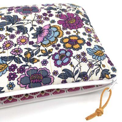 Pochette matelassée , TAILLE L, Fleurs violettes